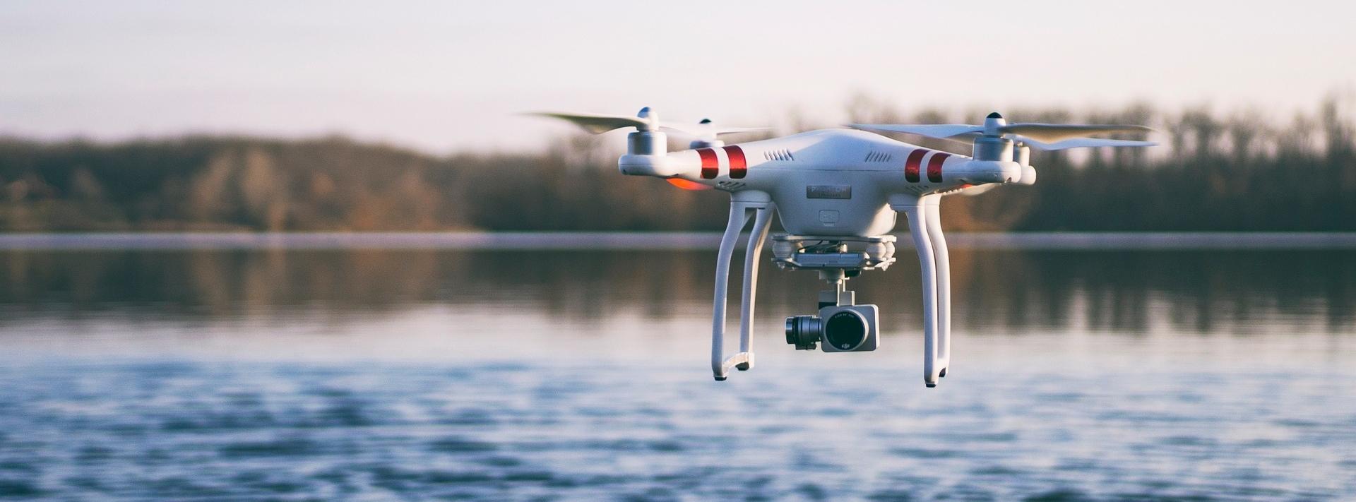 drone-2586622_1920